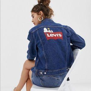 NWT Levi's Peanuts ex-boyfriend trucker jacket